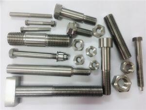 diferentes tipos de sujetadores de cobre y níquel hechos a medida